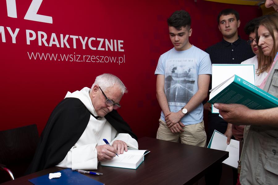 Ojciec Ludwik Wiśniewski w rozmowie o Kościele i Polsce