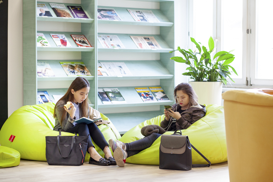Kampus WSIiZ wRzeszowie. Read and Relax Room.