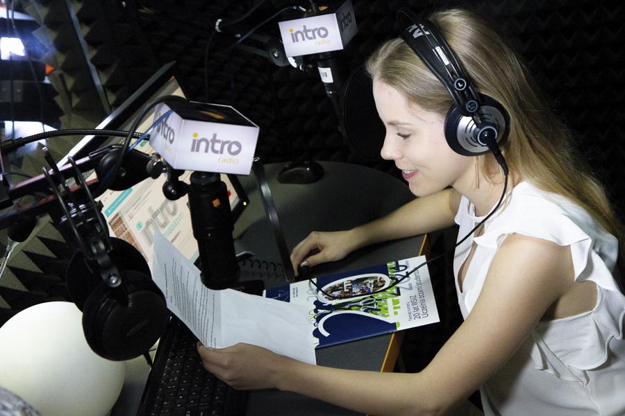 Kampus WSIiZ wRzeszowie. Radio INTRO MEDIA