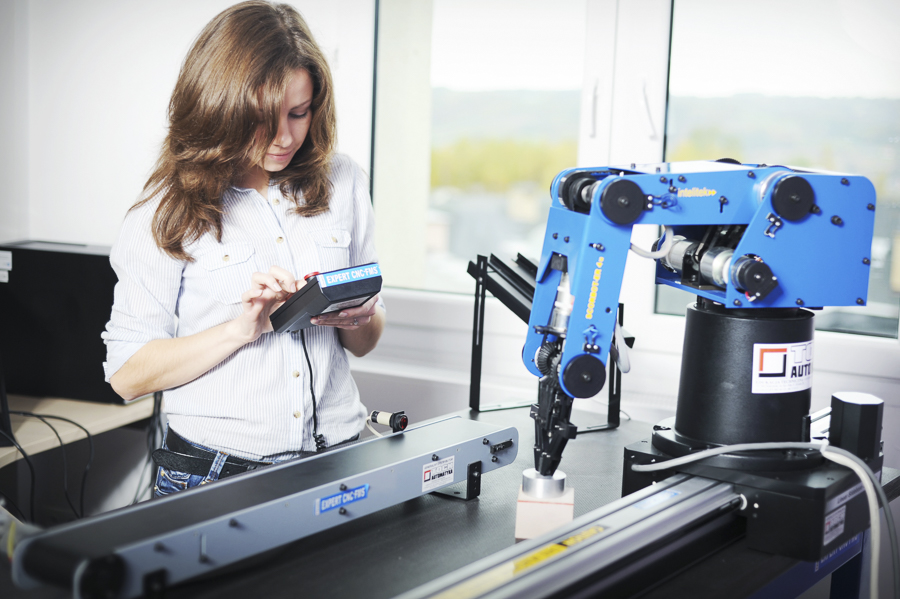 CEM w Kielnarowej. Laboratorium Automatyki i Robotyki.