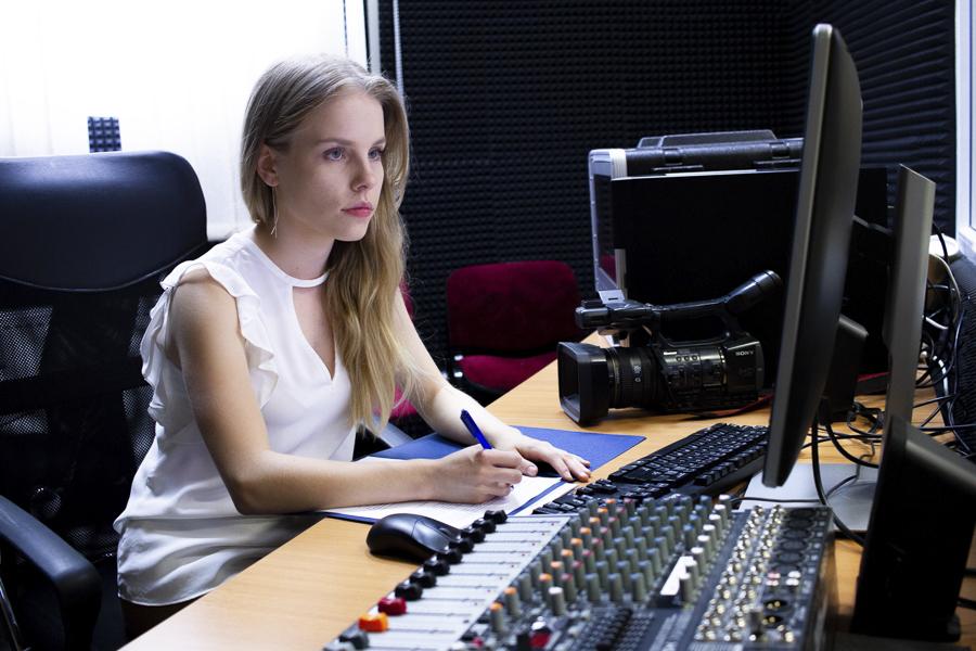 Kampus WSIiZ w Rzeszowie. Studio TV INTRO MEDIA.