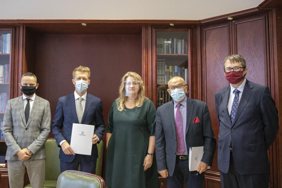 Podpisanie umowy TÜV NORD iWSiiZ